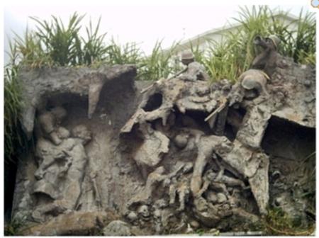 Il monumento alle vittime civili di Okinawa. Opera dello scultore giapponese Kinjo Minoru. Da japanfocus.org